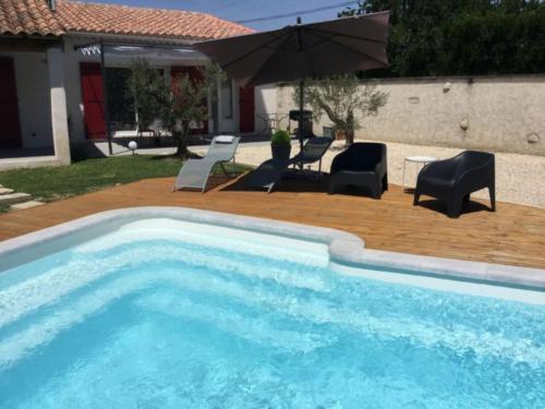 The swimming pool at or close to Très jolie location vacances climatisée, 6 personnes proche des Baux de Provence, située au coeur des Alpilles à Mouriès, LS1-312 Clarta