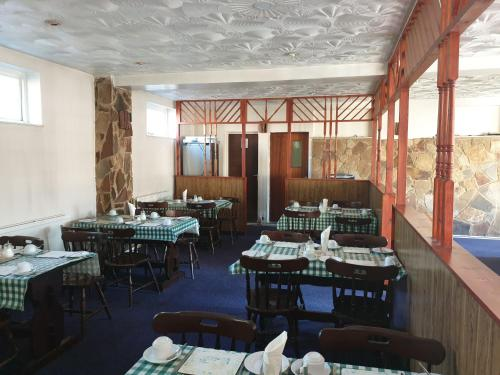 A restaurant or other place to eat at Tower House Hotel