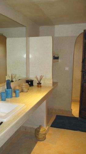 A bathroom at Dar Kamango