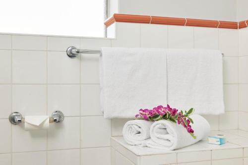 A bathroom at Birches Serviced Apartments