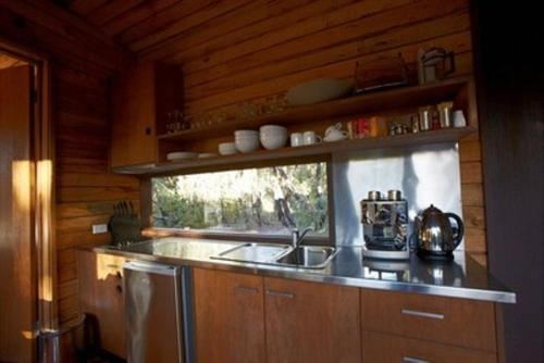 A kitchen or kitchenette at DULC Cabins
