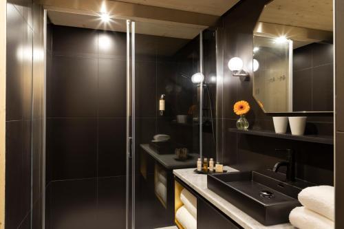 A bathroom at St-Alban Hotel & Spa