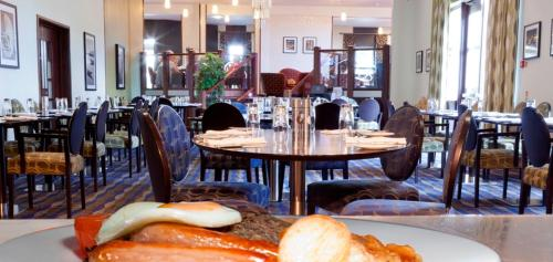 A restaurant or other place to eat at Buchan Braes Hotel