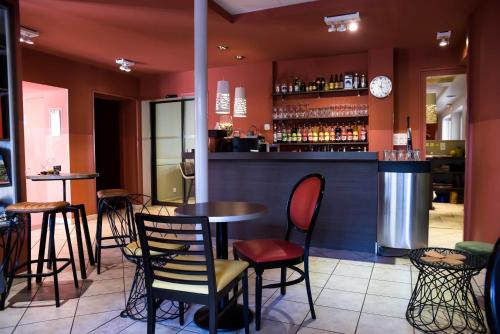 The lounge or bar area at Azalées