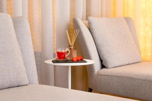 A seating area at Maritim Hotel Plaza Tirana