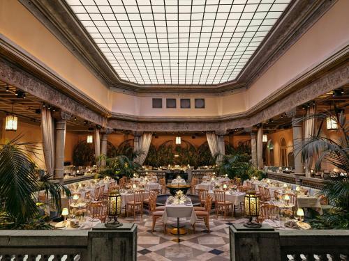 En restaurant eller et spisested på Britannia Hotel
