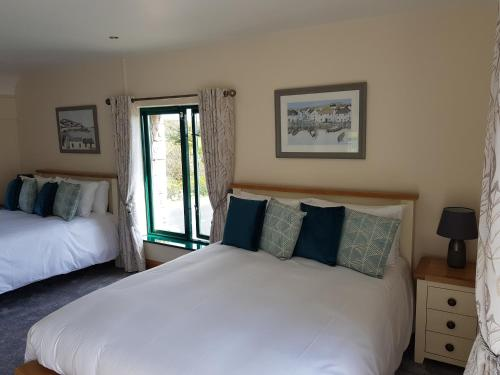 A bed or beds in a room at Padraicins B&B