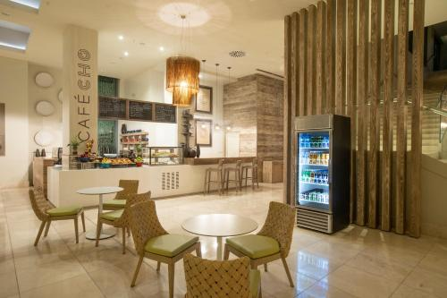 The lounge or bar area at Marriott Port-au-Prince Hotel