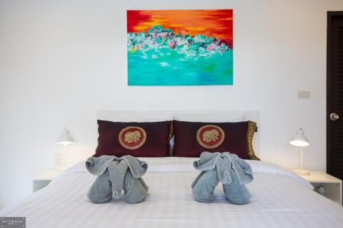 A bed or beds in a room at 3 Bedroom Luxury 5 Star Seaview Villa Esprit