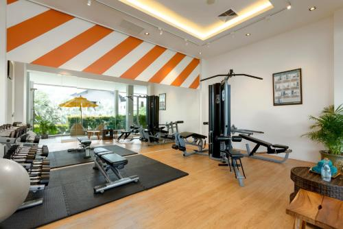 The fitness center and/or fitness facilities at Grand Mercure Phuket Patong