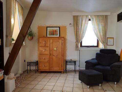 Ein Sitzbereich in der Unterkunft Ferienhaus Habitat Wonnegau
