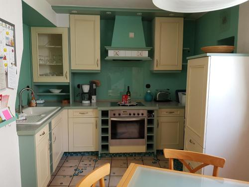 Küche/Küchenzeile in der Unterkunft Ferienhaus Habitat Wonnegau