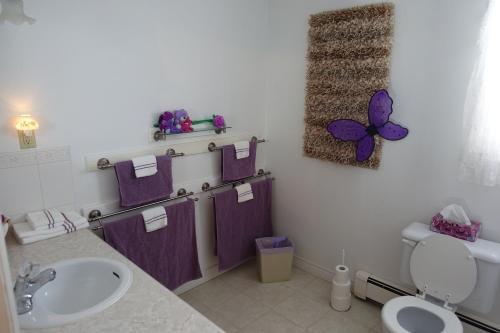 A bathroom at Slumber Westhill B&B