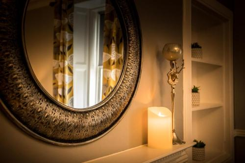 A bathroom at Spacious city centre 2 bedroom apartment