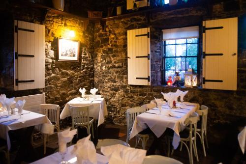 A restaurant or other place to eat at The Garrandarragh Inn