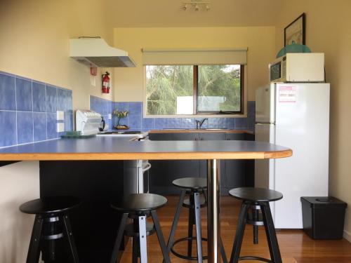 A kitchen or kitchenette at Black Cockatoo Cottages