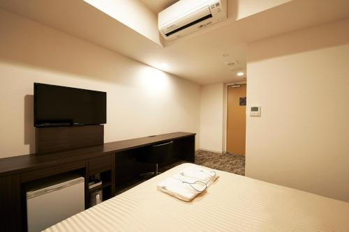 A television and/or entertainment centre at Sotetsu Fresa Inn Osaka Yodoyabashi