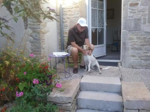 Pet or pets staying with guests at Holiday home Gîte des Hautes Côtes de Beaune