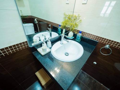 A bathroom at Hanoi Balcony Homestay