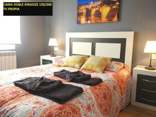 Cama o camas de una habitación en IDEAL CENTRO Garaje gratis Wifi 2 baños