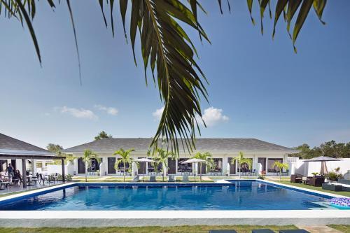 The swimming pool at or near OHANA, Panglao Resort.
