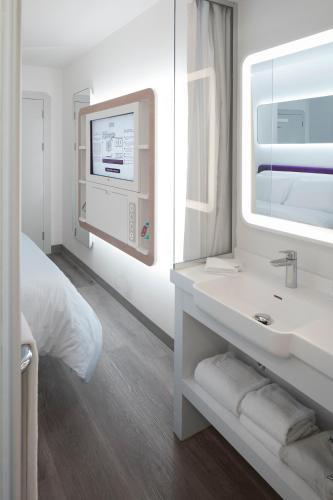 Ванная комната в YOTEL Istanbul Airport (Landside)