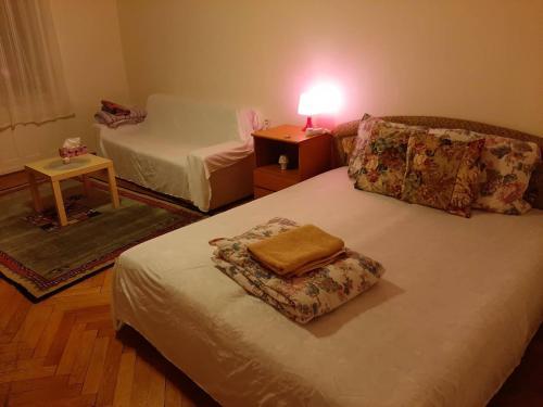 Ein Bett oder Betten in einem Zimmer der Unterkunft Apt Bell26 - 3 mins from charles bridge/Prague castle