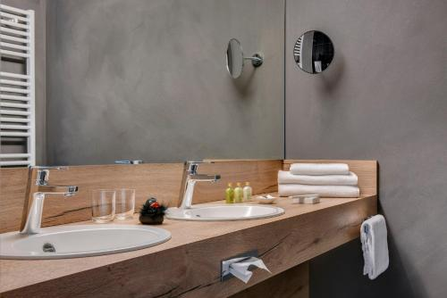 A bathroom at GERMANIA Wissen