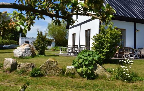 En trädgård utanför Lunkaberg Bed & Breakfast