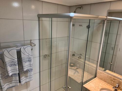 A bathroom at Samburá Praia Hotel