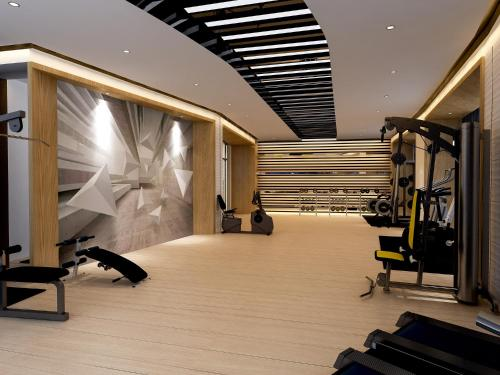 The fitness center and/or fitness facilities at Pullman Shanghai Skyway