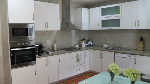 A kitchen or kitchenette at Quinta Anna Horvath