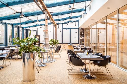 A restaurant or other place to eat at Grandium Hotel Prague