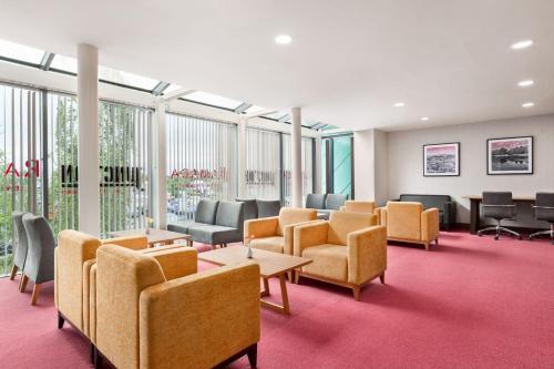 A seating area at Ramada by Wyndham Cobham