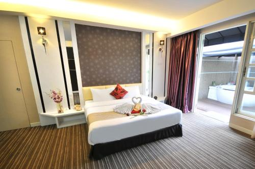 A bed or beds in a room at The Sterling Boutique Hotel Melaka
