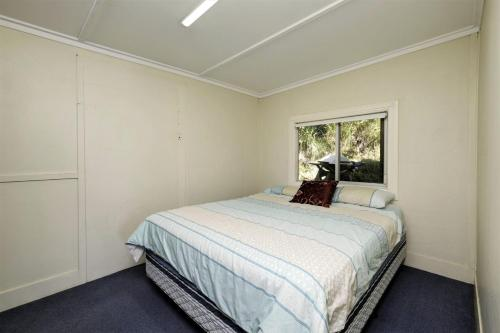 A bed or beds in a room at TRADEWINDS