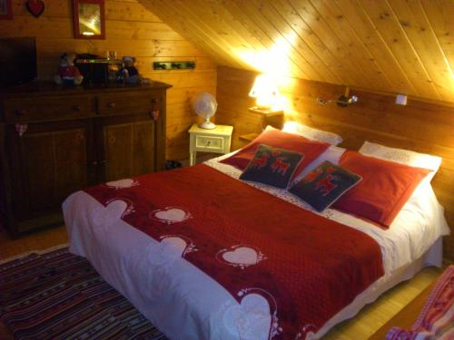 A bed or beds in a room at Chalet Gérardmer
