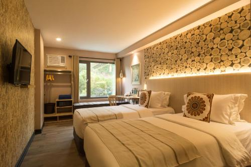 A bed or beds in a room at Cuna Hotel