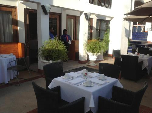 A restaurant or other place to eat at Hotel Normandie Limited