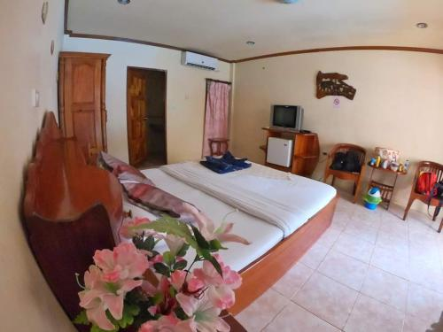 A bed or beds in a room at Chaya Resort