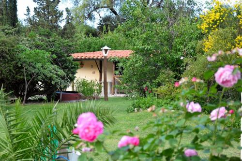 Un jardín fuera de Angelus Cabañas
