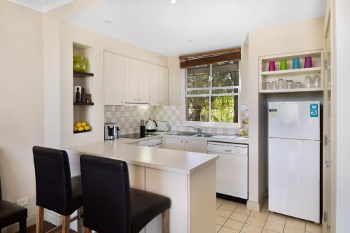 A kitchen or kitchenette at Villa Cabernet