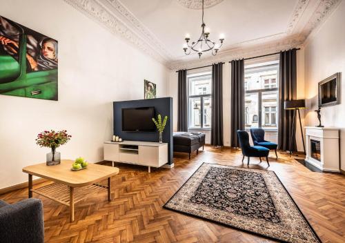 Televízia a/alebo spoločenská miestnosť v ubytovaní Flamingo Premium Hostel