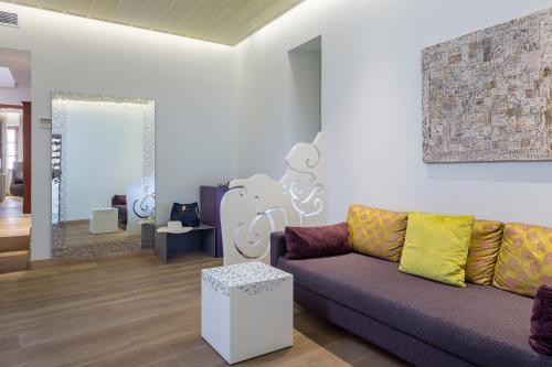 A seating area at Casa Delfino Hotel & Spa