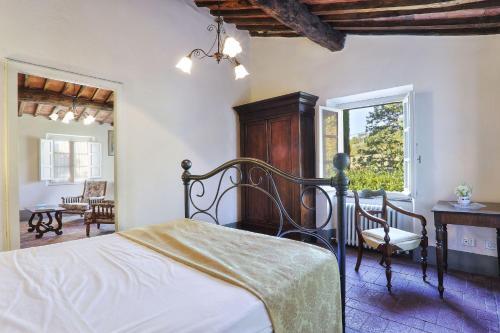 A bed or beds in a room at Villa Casa Rosa