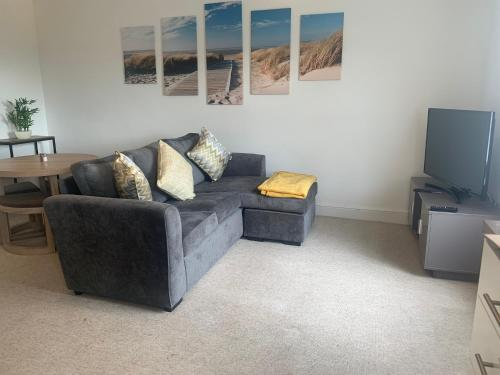 **Prime Central Spacious Private ** 1F Apartment