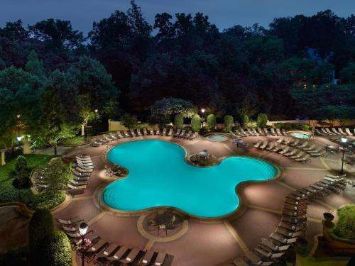 A view of the pool at Omni Shoreham Hotel or nearby