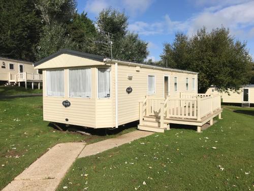 Modern 6 Berth Caravan, Dog Friendly, Free WiFi, Shanklin, Isle of Wight