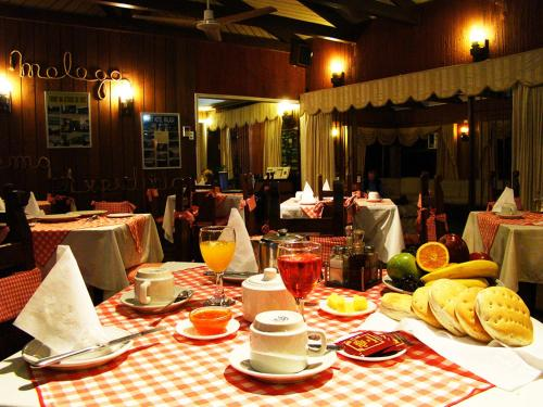 Un restaurant u otro lugar para comer en Hotel Málaga