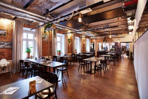 A restaurant or other place to eat at Koszary Arche Hotel